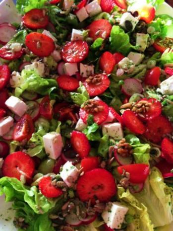 sommerlicher salat mit erdbeeren rezept. Black Bedroom Furniture Sets. Home Design Ideas