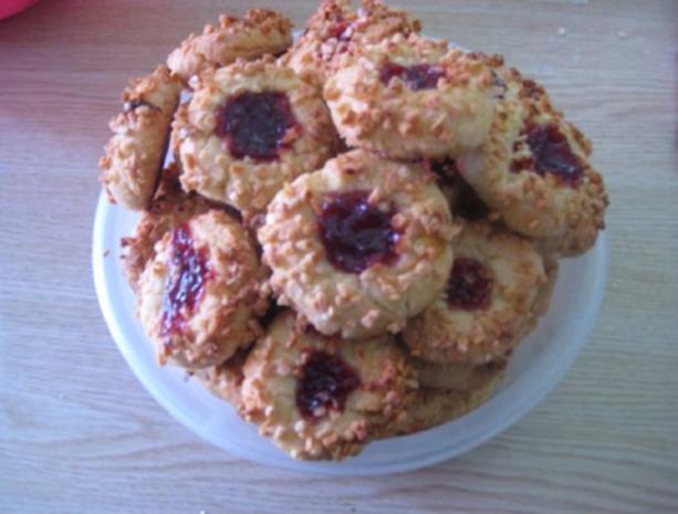 bullenaugen leckere kekse mit einem klecks marmelade rezept mit bild. Black Bedroom Furniture Sets. Home Design Ideas