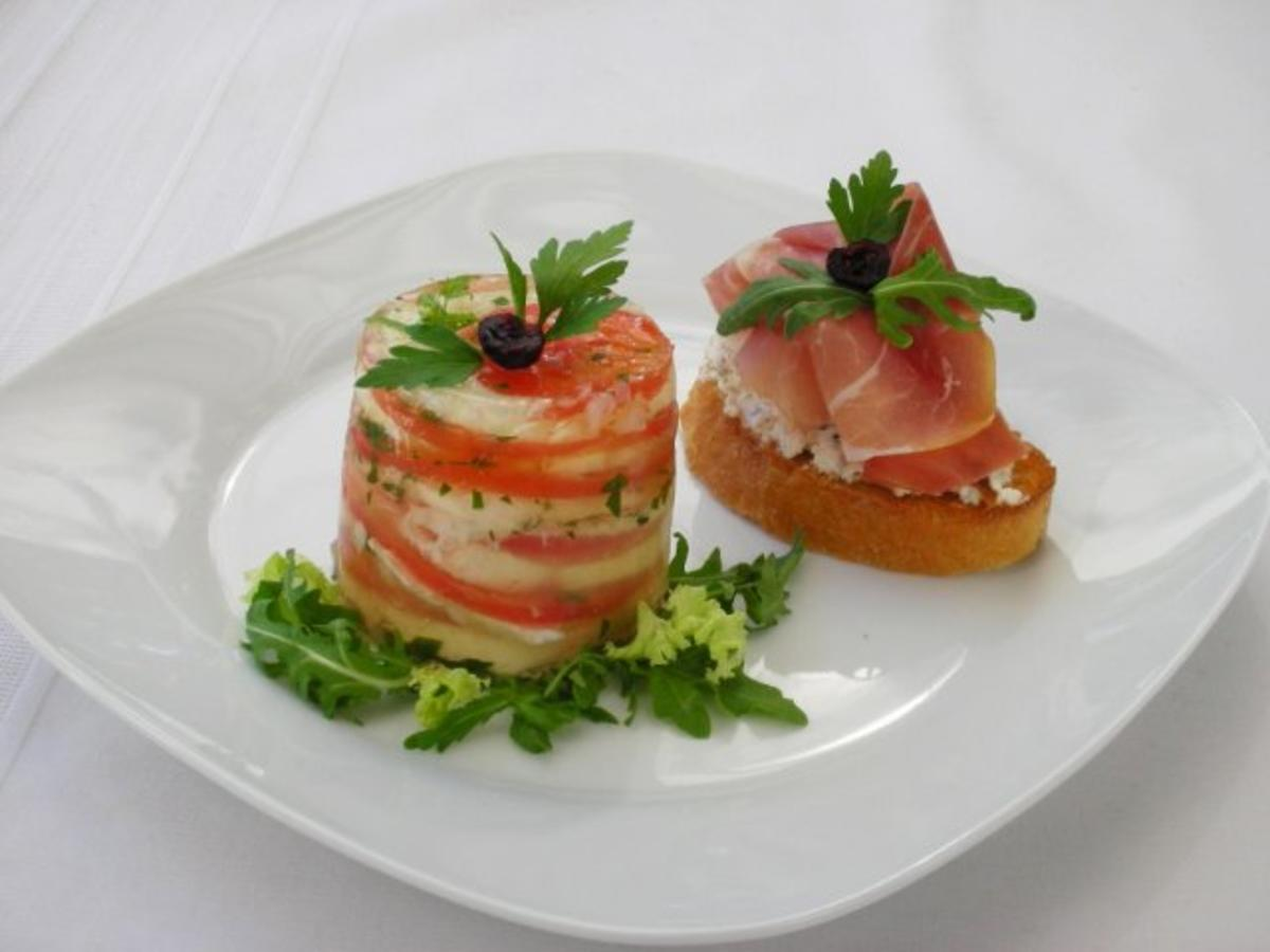 tomaten mozzarella terrine mit prosciutto crostini rezept. Black Bedroom Furniture Sets. Home Design Ideas