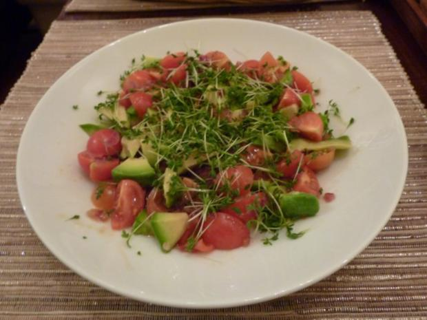avocado tomaten salat rezept mit bild. Black Bedroom Furniture Sets. Home Design Ideas