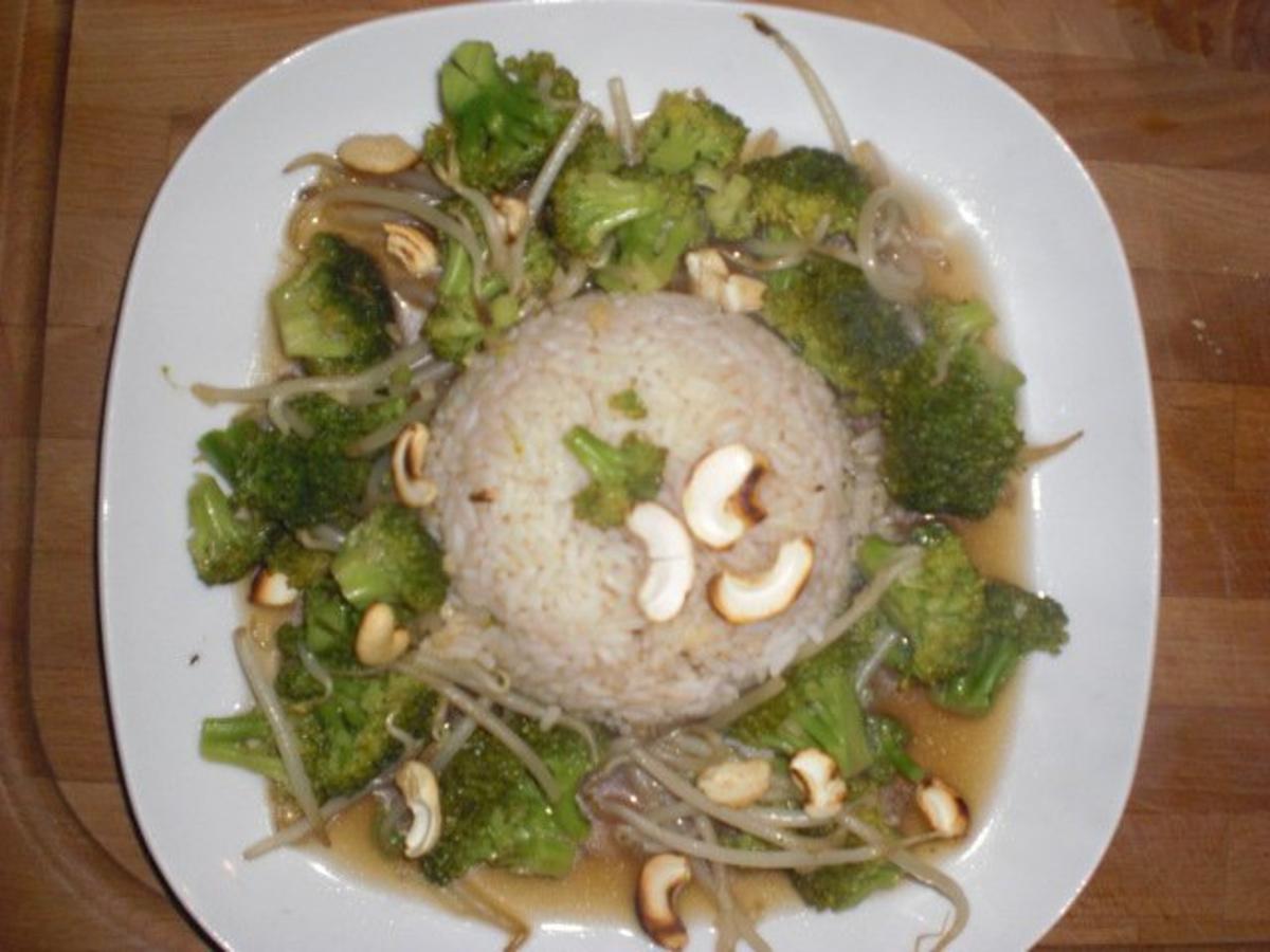 broccoli asiatische art mit cashew n ssen rezept. Black Bedroom Furniture Sets. Home Design Ideas