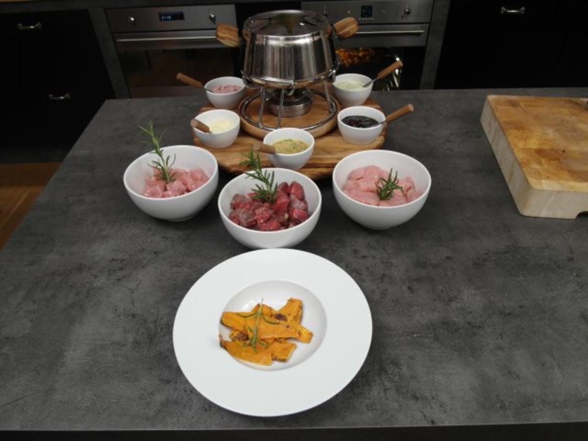 fondue mit dreierlei fleisch und f nf saucen rezept. Black Bedroom Furniture Sets. Home Design Ideas