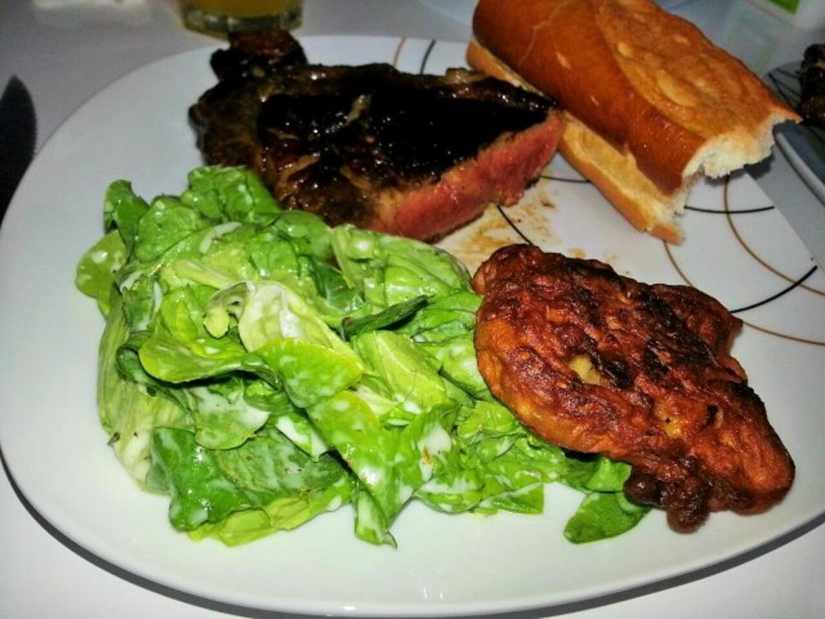 irisches rinderkotelett mit gebackenen zwiebeln und salat rezept. Black Bedroom Furniture Sets. Home Design Ideas