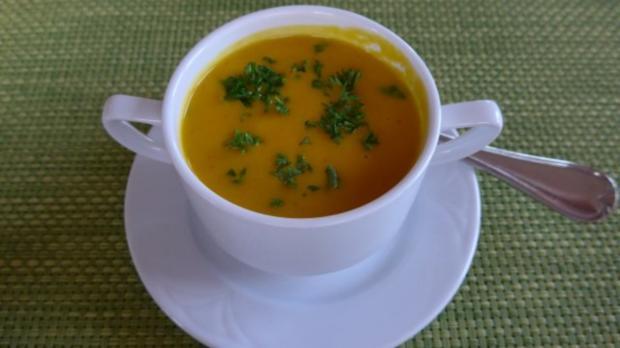 suppen eint pfe einfache karotten suppe mit petersilie rezept. Black Bedroom Furniture Sets. Home Design Ideas