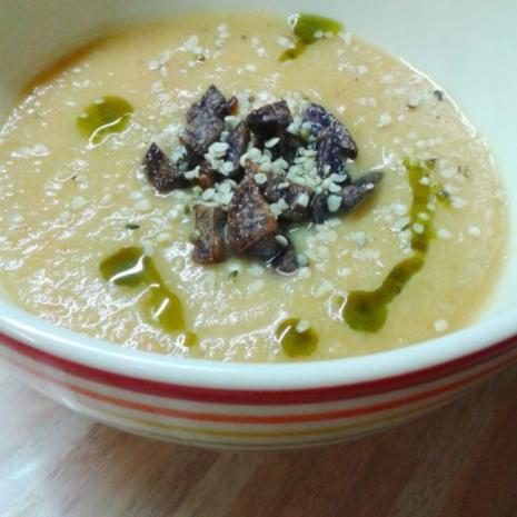 topinambur suppe mit lila kartoffelcroutons hanf l und hanfsamen rezept. Black Bedroom Furniture Sets. Home Design Ideas