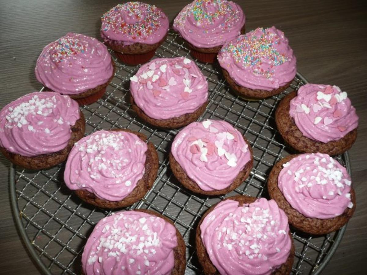 schoko cupcakes mit johannis brombeere quark topping rezept. Black Bedroom Furniture Sets. Home Design Ideas