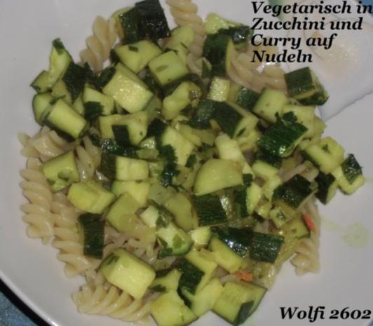vegetarisch curry zwiebel zucchini auf nudeln rezept. Black Bedroom Furniture Sets. Home Design Ideas