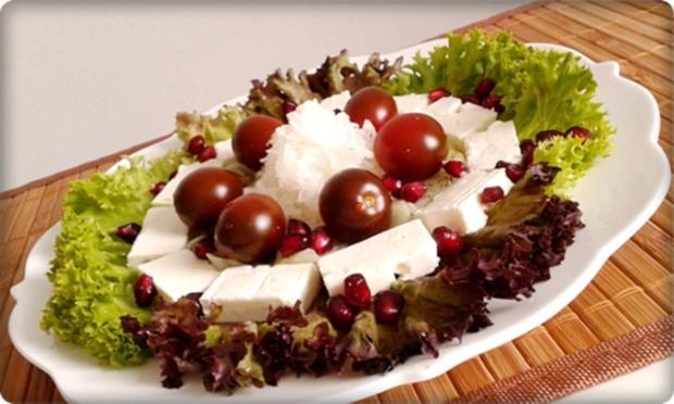 sommerlicher lollo rosso salat mit meerrettich schafsk se. Black Bedroom Furniture Sets. Home Design Ideas