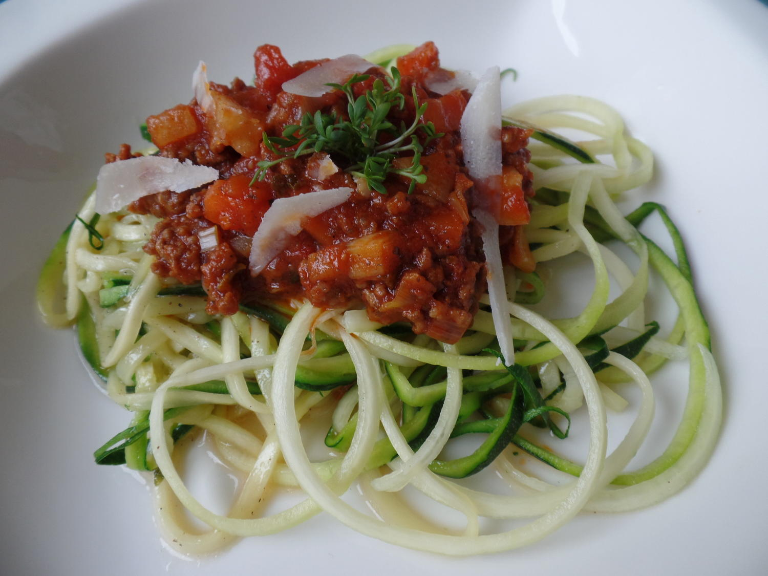 zucchini spaghetti mit bolognese rezept. Black Bedroom Furniture Sets. Home Design Ideas