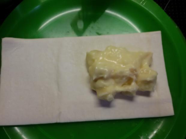 Apfel wein kuchen mit vanillepudding