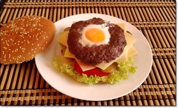 saftiger tiroler adler burger mit ei im patty rezept. Black Bedroom Furniture Sets. Home Design Ideas