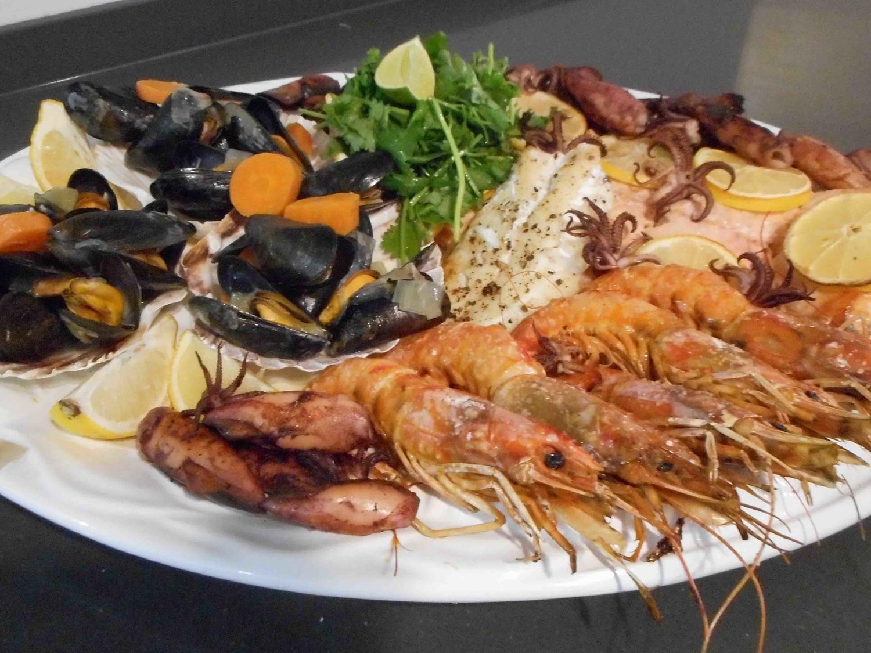 Fischplatte mit Kabeljaufilet und Rotbarschfilet - Rezept ...
