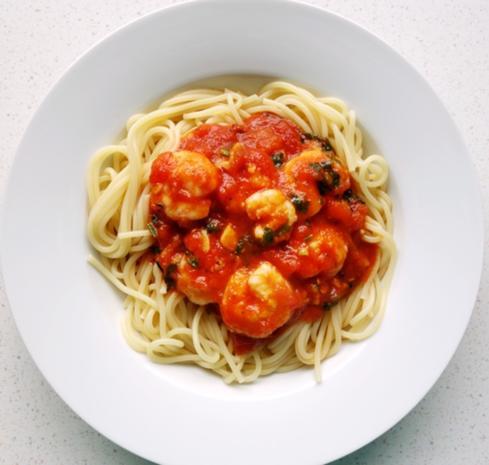 spaghetti mit garnelen in tomaten wei wein sauce rezept. Black Bedroom Furniture Sets. Home Design Ideas