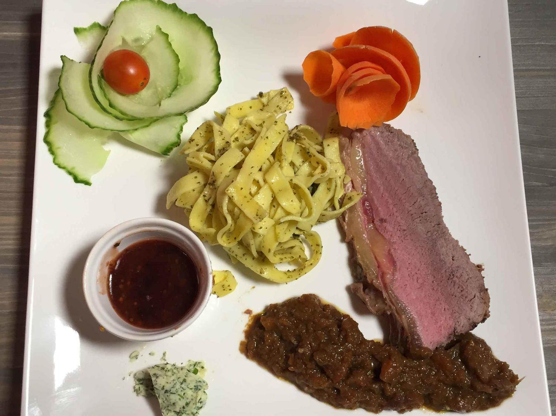 roastbeef mit chicor e an kirsch senf sauce rezept. Black Bedroom Furniture Sets. Home Design Ideas