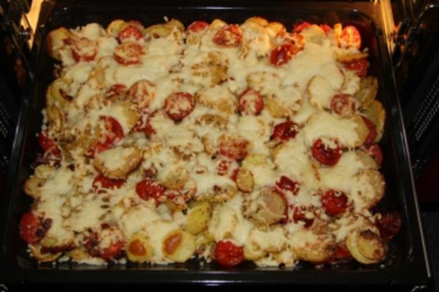 kartoffel tomaten pizza mit bacon rezept. Black Bedroom Furniture Sets. Home Design Ideas