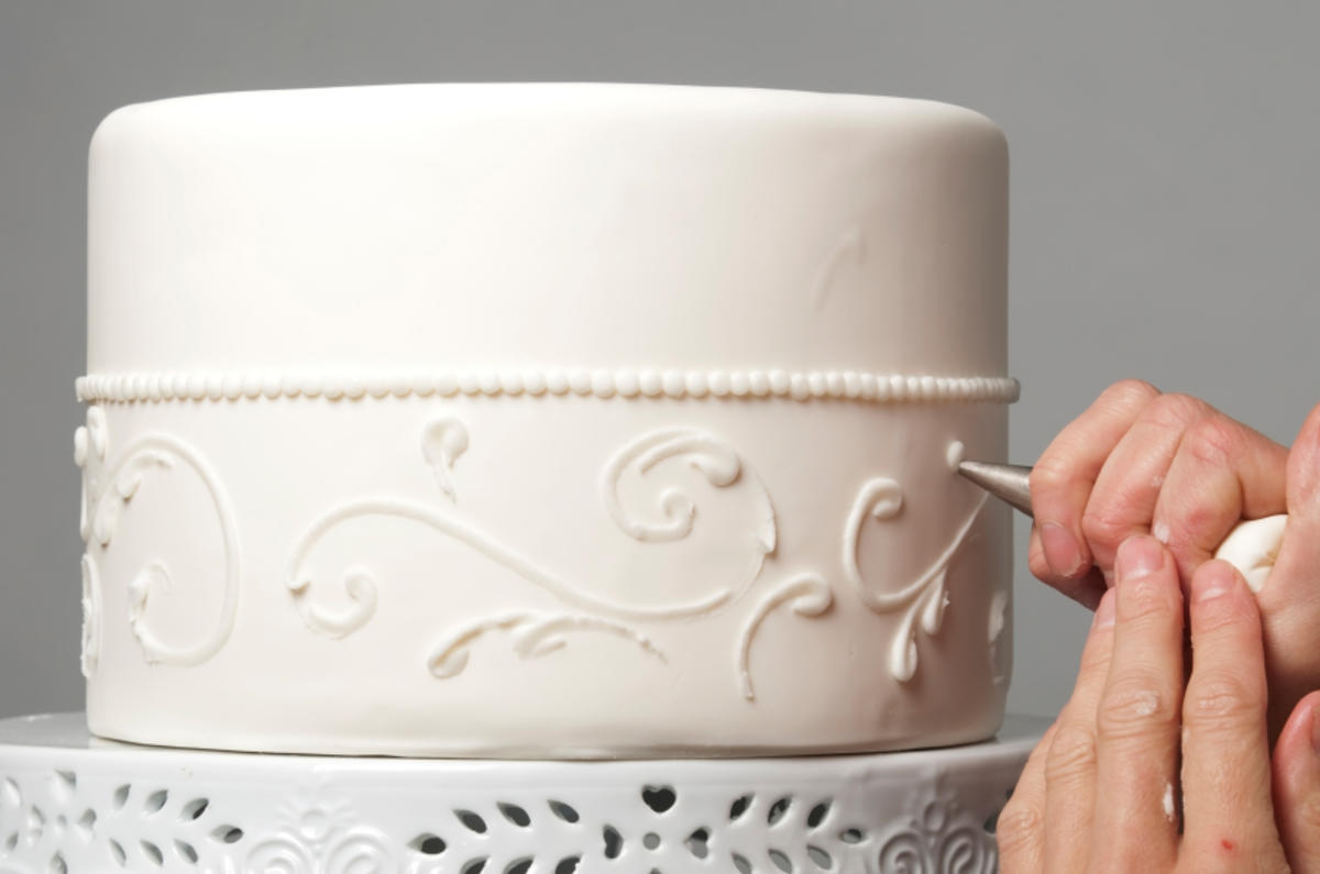 Using Cake Stencils To Decorate Cakes