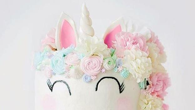 einhorn torte so sch n sind die bunten unicorn cakes. Black Bedroom Furniture Sets. Home Design Ideas