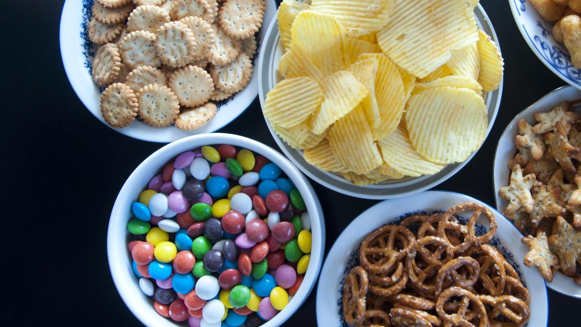 snacks im kalorien vergleich s oder salzig was hat mehr kalorien. Black Bedroom Furniture Sets. Home Design Ideas