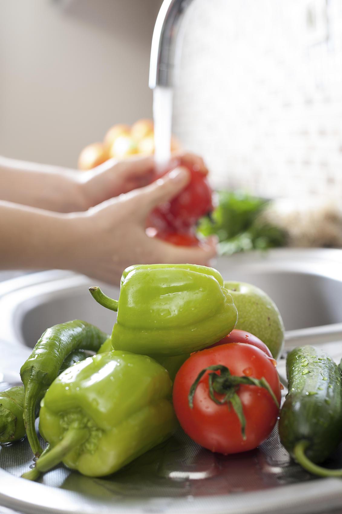 Obst und Gemüse waschen
