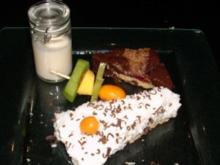 Jamaikanische Physalistorte an exotischem Fruchtspieß und Nussecken - Rezept
