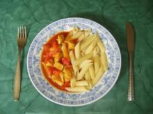 Hähnchenbrustfiletgulasch mit Paprika und Roter Zwiebel - Rezept