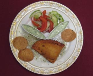 Samosas mit Koriander-Chutney und Raita - Rezept