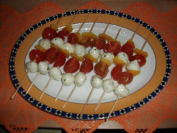 Tomate & Basilikum-Mozzarella-Spießchen in würziger Marinade - Rezept