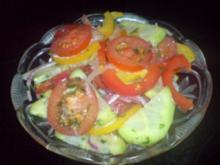 Gurken-Paprika-Salat - Rezept
