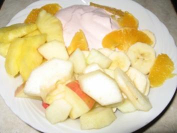Rosa Quarkspeise mit frischen Früchten - Rezept