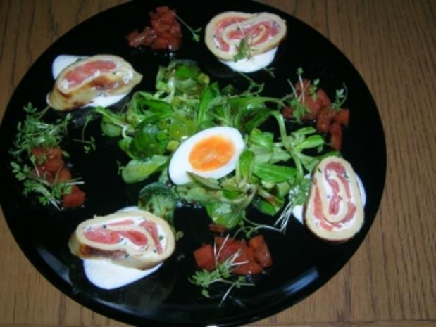 Lachsroulade mit Feldsalat und Tomaten - Rezept