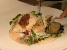 Heilbutt mit Granatapfelsalat, Safranreis und Aprikosen (Gundis Zámbó) - Rezept