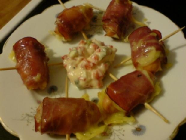 Würstchen in Käse-Bacon-Hülle - Rezept