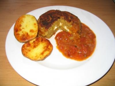 vegetarischer Linsenhackbraten mit Schafskäsefüllung und Ofenkartoffeln - Rezept