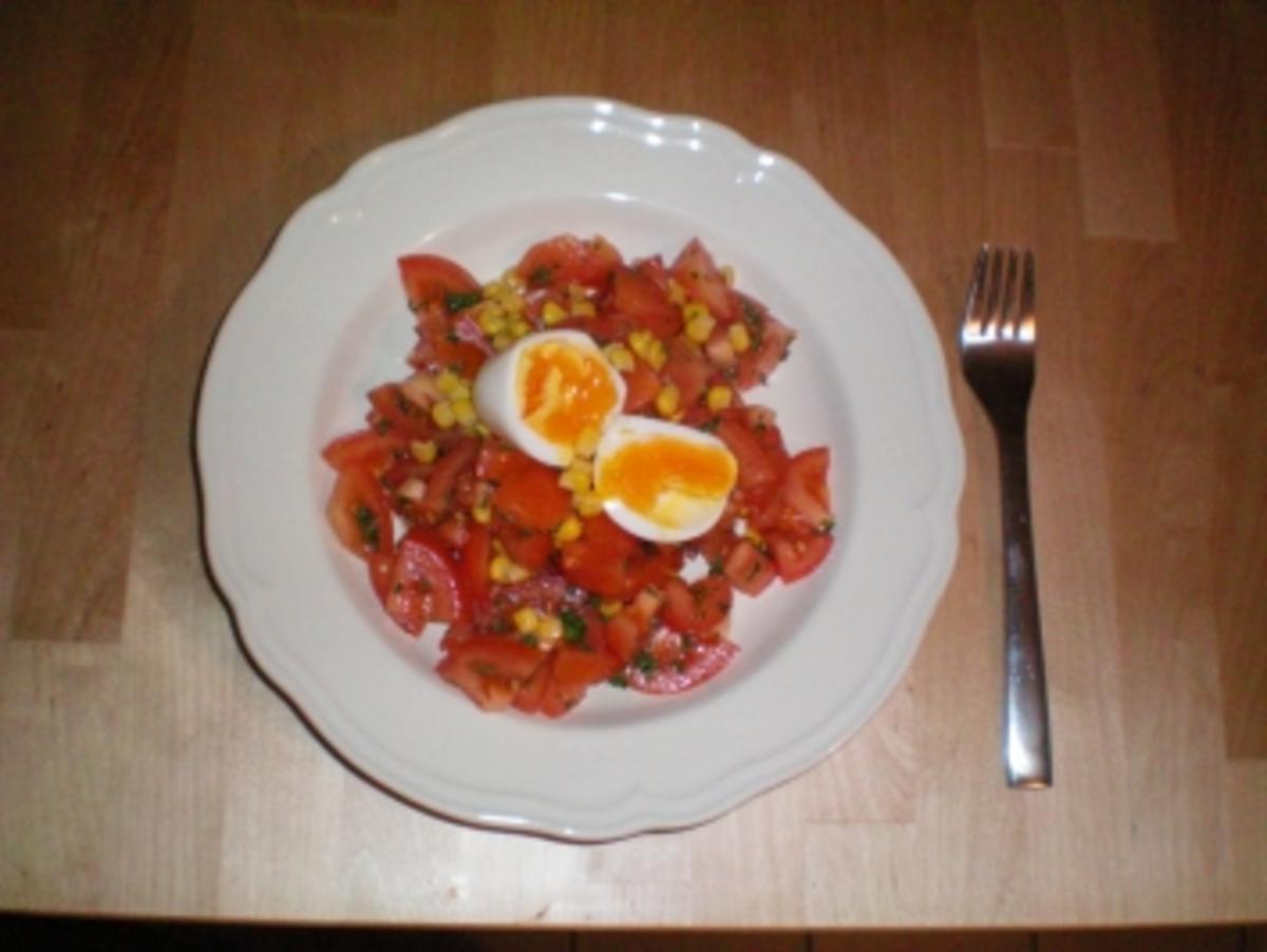 tomatensalat mit mais und gekochtem ei total einfach gesund und leicht rezept. Black Bedroom Furniture Sets. Home Design Ideas
