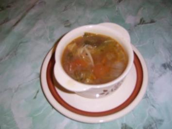 Knoblauchsuppe mit Wirsing und Tomaten - Rezept