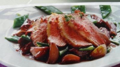 Fleisch - Gerichte :  Entenbrust , kleine Nussklöße, Feigenschalotten und Rosenkohl - Rezept