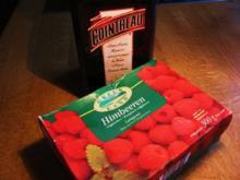 Cointreau-Himbeeren zu Vanille-Eis - Rezept