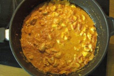 Spaghetti mit sahniger Hähnchen-Tomaten-Soße - Rezept