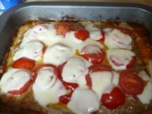 Hackkuchen mit Tomate und Mozzarella und Quark-Schmandsauce - Rezept