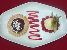 Tarte von Rotweinbirne mit weißer Mousse au chocolat - Rezept