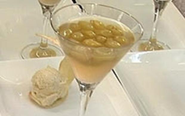 Weintrauben in Champagnersüppchen mit Vanilleeis (Isabel Varell) - Rezept