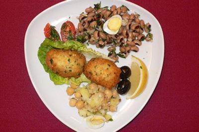 Stockfisch-Pasteten mit Kichererbsensalat - Pasteis de bacalhau com salada de grao - Rezept