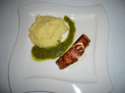 Lachs mit Kartoffel-Sellerie-Püree und Kresse-Pesto - Rezept