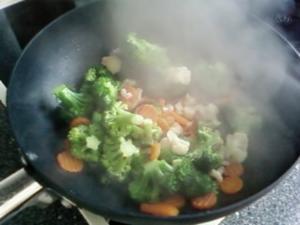 Wok : Chinesische Nudeln mit Broccoli - Rezept