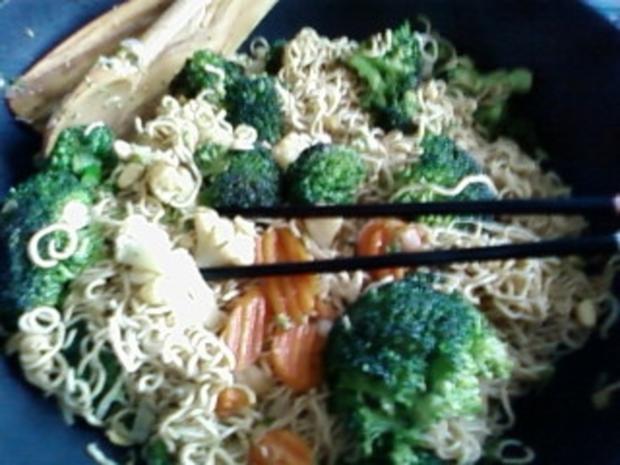 Wok : Chinesische Nudeln mit Broccoli - Rezept - Bild Nr. 3