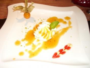 Vanillemousse mit Aprikosen-Rosmariensauce - Rezept