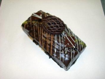 Schokoladenkuchen mit Marzipanstücke und Schokostückchen - Rezept