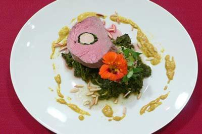 Rezept: Gefülltes Rinderfilet mit Grünkohl-Curry u. Couscous mit Granatapfelkernen