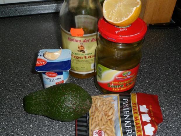 SALAT - Avocadosalat mit Pinienkernen - Rezept - Bild Nr. 2
