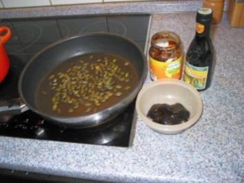 Grillen- Kürbiskern/ Birnenkraut dressing zu Sourcream - Rezept